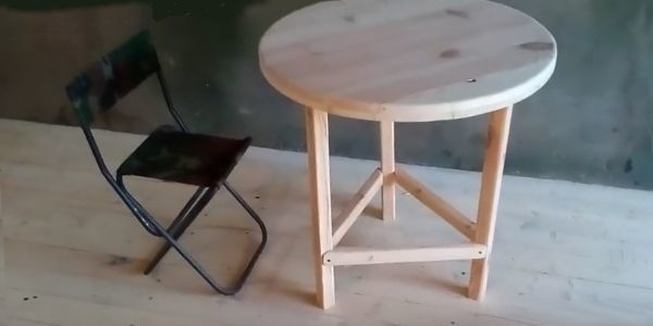How to make a DIY round wooden table -- Make jumpers from bars of the same or smaller size and attach them to the legs with Parker-screws