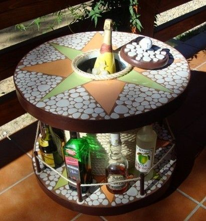 How to make a DIY round wooden table -- Round table made of a cable reel with an unusual design