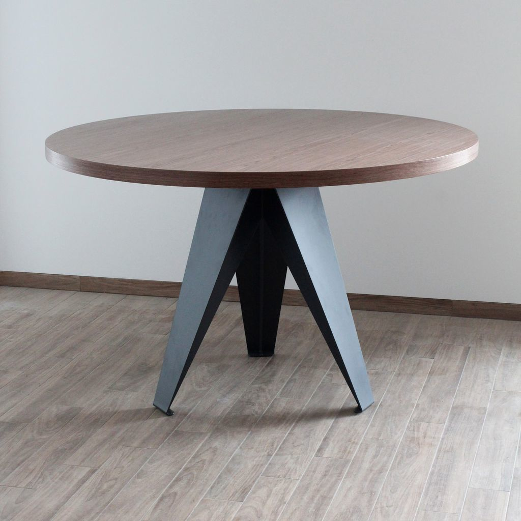 How to make a DIY round wooden table -- Small round dining table with three legs