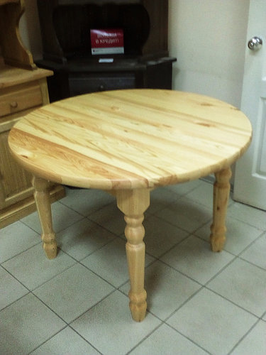 How to make a DIY round wooden table -- DIY solid pine dining table