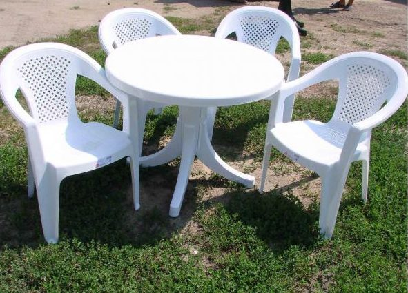 How to make a DIY round wooden table -- Outdoor plastic table and chairs