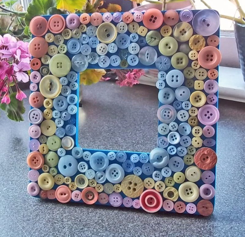 How to Make a DIY Picture Frame – Step-by-Step Guide -- Button frame: we advise you to first place larger buttons, and then fill the space between them with small ones